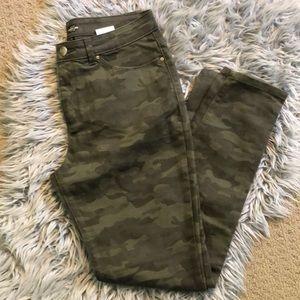 🙀$10 SALE Camo Lee jeans EUC